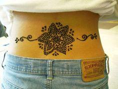 Tattoo femme bas du dos oriental