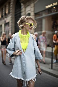 El estilo de Elena Perminova en 50 looks clave. Tips de estilo: Elena es brillante en las superposiciones, los colores y los accesorios. Y casi siempre añade un toque flúor en sus estilismos.