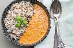 Krydret oksekød med ris og cremet peberfrugtsauce
