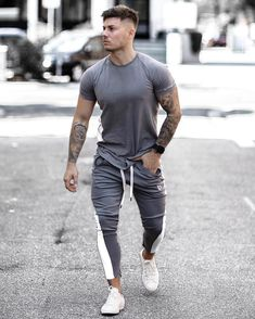 Fitness Clothing Ideas For Cool Men 19 Mens Fashion Wear, Sport Fashion, Fitness Fashion, Fitness Clothing, Sport Mode, Gym Outfit Men, Herren Outfit, Gym Style, Urban Outfits