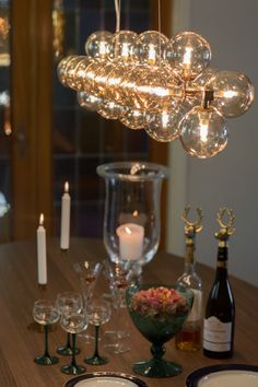 Long hanging lamp in amber consisting of 24 glass balls gives a perfect light to dining tables. Splendor Bar by Rydens. Scandinavian Ceiling Lighting, Scandinavian Table Lamps, Scandinavian Kitchen, Kitchen Lamps, Glass Ball, Dream Decor, Home Lighting, Light Decorations, Floor Lamp