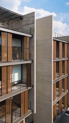 Córdoba 188 es una de las obras residenciales contemporáneas en México que incorpora plusvalía, movilidad y estilo. FRB Arquitectura y 3ARCH respetaron el entorno combinando concreto y Folding Shuters con listones de bambú MOSO