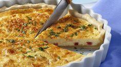 Der herzhafte Kuchen hat seinen Ursprung im Raum Lothringen: Speckquiche (Quiche Lorraine) | http://eatsmarter.de/rezepte/speckquiche-quiche-lorraine