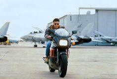 """Mit welchem Motorrad war Tom Cruise in """"Top Gun"""" unterwegs? Top Gun Film, Top Gun Movie, I Movie, Tom Cruise, Tom Skerritt, Kelly Mcgillis, Tony Scott, Tim Robbins, 500 Days Of Summer"""
