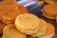 Clatite japoneze - cele mai pufoase clatite - Retete practice No Cook Desserts, Street Food, Feta, Pancakes, Cheesecake, Food And Drink, Sweets, Bread, Foods