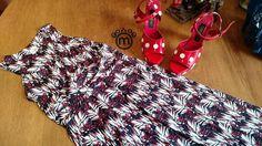 Combinação arraso do dia: vestido estampado FIT em malha fria com uma sandália bem ousada. Escolhemos a vermelha com poá branco toda em couro e feita a mão do Fernando Pires.  www.malumodas.com http://ift.tt/29Ss7Qh #moda #campinas #grife #modabrasileira