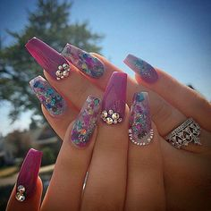 Pretty coffin nail shaped nails with glitter and  rhinestone nail art | decorado de unas | acrylic and gel nails idea