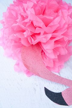Make your own luau, pineapple party or flamingo party decorations with easy tissue paper pineapple poufs and flamingo tutorials. Flamingo Craft, Flamingo Decor, Pink Flamingos, Flamingo Birthday, Flamingo Party, Luau Baby Showers, Tissue Flowers, Shower Bebe, Diy Art Projects