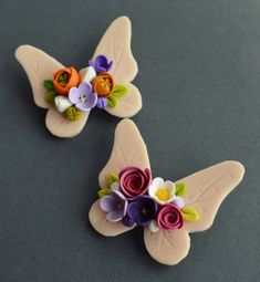 Clay Art Projects, Polymer Clay Projects, Polymer Clay Art, Polymer Clay Jewelry, Clay Crafts, Fondant Flower Tutorial, Hand Crafts For Kids, Clay Magnets, Cute Clay