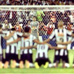 E todos confiam nele, nosso goleiro, São VICTOR !!  #SãoVictor #AquiÉGALO #MariaEuSeiQueVocêTreme