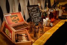 Whiskey und Zigarren für die Männer auf der Hochzeit...dazu noch eine schöne Männerecke hergerichtet...Da freut sich jeder Bräutigam.