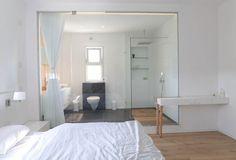 moderni makuuhuone kylpyhuone puhdas design