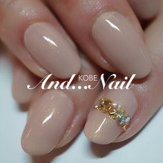 Nude nails with a pretty little accent