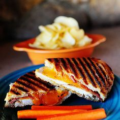 Discover our recipe rated by 20 members. Chicken Bacon Ranch Sandwich, Grilled Chicken Sandwiches, Grilled Sandwich, Pioneer Woman Chicken, Pioneer Woman Recipes, Pioneer Women, Pioneer Woman Breakfast, Food Network Recipes, Cooking Recipes