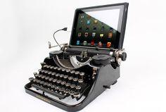 Voor iedereen die het getik van hun oude schrijfkameraad mist, is er een technisch vernuft. Jack, een slimmerik uit het Amerikaanse Philadelphia heeft namelijk een 'conversion kit' gemaakt, waarmee je een USB-aansluiting kan maken op je typmachine.