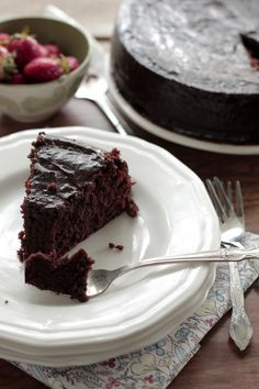 Simple Grain-Free Chocolate Cake with Icing