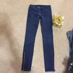 ✨ Bebe Jeans✨ Stretch Bebe Jeans with zip on the bottle line. Size 26 in BEbe brand or size 00 bebe Jeans Skinny
