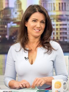 Susanna Reid sent viewers wild as they revealed they couldn& peel their eyes away from her cleavage on Good Morning Britain on Monday. Sexy Older Women, Sexy Women, Curvy Women, Susana Reid, Beautiful Women Over 40, Beautiful Ladies, Tv Girls, Plunge Dress, Tv Presenters