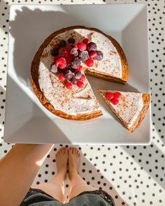 """Páči sa mi to: 3437, komentáre: 23 – Lily Marvanová (@lillymarvanova) na Instagrame: """"Recept na mrkváč (z e-kuchařky) 🌸 270g nastrouhané mrkve 3 vejce 150g bílý jogurt (ovesný nebo…"""" Napkin Rings, Straw Bag, Napkins, Home Decor, Decoration Home, Towels, Room Decor, Dinner Napkins, Home Interior Design"""