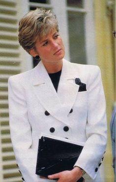 May HRH Diana, Princess of Wales at Villa Bertramka, home of Wolfgang Amadeus Mozart, Prague, Czecholslovakia. Lady Diana Spencer, Princess Diana Photos, Princess Diana Fashion, Royal Princess, Princess Of Wales, Diane, Queen Of Hearts, British Royals, Belle Photo