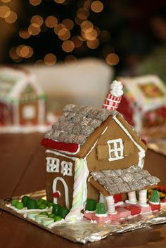 Friends, today I have a fantastic holiday party idea to share with you. I want you to throw a gingerbread house party! It's super-fun. Peo...