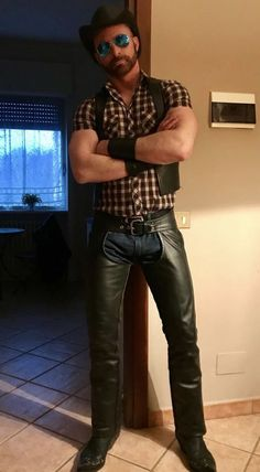 Kinky Leathermen Rated To Comply With The Censorship And Bad Parenting Across The World Mens Leather Pants, Tight Leather Pants, Biker Leather, Estilo Country, Hot Cowboys, Leather Fashion, Cute Guys, Sexy Men, Photos