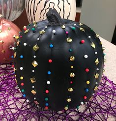 If you love Valentino, this is the pumpkin for you. Super easy push pin Halloween pumpkins which can easily turn into Thanksgiving pumpkins! Veggie Plate, Salmon Appetizer, Pumpkin Contest, Fall Table Settings, Black Pumpkin, Thanksgiving Sides, Halloween Pumpkins, Trick Or Treat, Super Easy