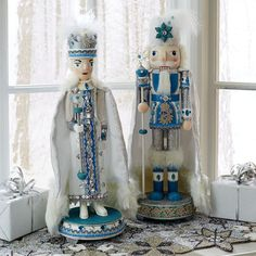 WINTER ICE QUEEN AND KING NUTCRACKER DRESSED IN BLUE AND WHITE