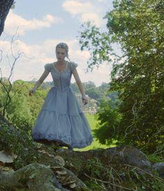 Mia Wasikowska as Alice Kingsleigh inAlice in Wonderland (2010)