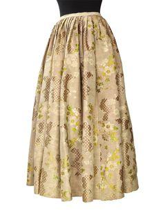Zakopane; tkanina z końca XVIII w, spódnica do stroju ludowego; jest sztukowana!!! (szwy widoczne na pełnoekranowym zdjęciu)