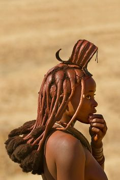 africa / portrait of a himba woman with traditional himba hairstyle, puros conservancy, damaraland, namibia / ©frans lanting.