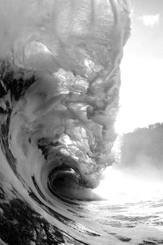 1744 - INCREDIBLE PHOTO OF A CRASHING WAVE (...etc)