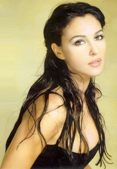 I think Monica Bellucci is the most beautiful woman in the universe, this is a fantastic look for her!