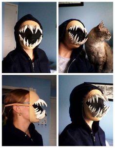 DIY Halloween or Cosplay Monster Teeth Mask Titorial.This DIY Monster Teeth Mask. Halloween Prop, Halloween Tags, Maske Halloween, Halloween Karneval, Halloween Cosplay, Holidays Halloween, Halloween Crafts, Halloween Makeup, Halloween Decorations