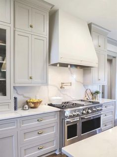 Uplifting Kitchen Remodeling Choosing Your New Kitchen Cabinets Ideas. Delightful Kitchen Remodeling Choosing Your New Kitchen Cabinets Ideas. Diy Kitchen, Kitchen Dining, Kitchen Decor, Kitchen Ideas, Awesome Kitchen, Kitchen Sinks, Kitchen White, Light Grey Cabinets Kitchen, 10x10 Kitchen