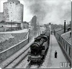 Yedikule, by Jack Birns Source by talatcoruh – En Güncel Araba Resimleri Istanbul Pictures, Simplon Orient Express, History Photos, Historical Pictures, Istanbul Turkey, Life Magazine, Locomotive, Once Upon A Time, Old Photos