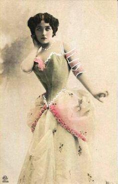 Vintage Glamour, Vintage Beauty, Vintage Ladies, Vintage Photographs, Vintage Images, Margaret Bourke White, Old Portraits, Victorian Photos, Beautiful Paris
