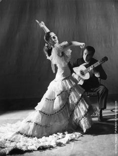 Carmen Amaya (1913–1963) at the Cambridge Theatre, London dancing the Cuadro Flamenco suite based on traditional gypsy dances. (Photo by Roger Wood/Picture Post/Getty Images). 10th May 1952.