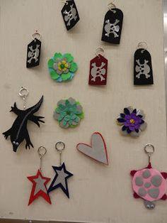 Pointti - Pollarin koulun blogi: Itse tehdyt heijastimet Christmas Ornaments, Holiday Decor, School, Crafts, Home Decor, Manualidades, Decoration Home, Room Decor, Christmas Jewelry
