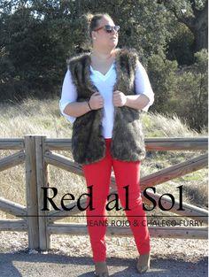 Los looks de mi armario: De Rojo Al Sol · Look Curvy #loslooksdemiarmario #winter #outfitcurvy #invierno #look #lookcasual #lookschic #tallagrande #curvy #plussize #curve #fashion #blogger #madrid #bloggercurvy #personalshopper #curvygirl #primark #lookinvierno #lookjeans #violetabymango #chaleco #furry #jeanrojo #redjean #rojo #marronyrojo