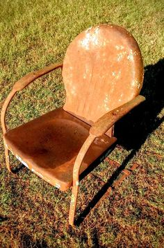 Vintage Metal Chairs, Tulip Chair, Lawn Furniture, Gliders, Motel, Stationary, Love Seat, Interior Decorating, Things To Sell
