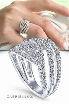 Gold Jewelry Simple, Stylish Jewelry, Fashion Rings, Gold Fashion, Indian Jewelry Sets, Gold Ring Designs, Fancy Jewellery, Rings For Girls, Beautiful Rings