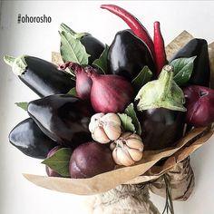 """Polpette di melanzane, или фрикадельки из баклажанов с соусом из слив  Третий букет из мужской праздничной линейки #23хорошо (все букеты - по тегу)  Очередной удивительный рецепт от шеф-повара @pifpafbar Леши Яичкова одного букета хватит на 4 больших порции, из дополнительных продуктов вам понадобятся яйца, растительное масло и сухари  Видеорецепт будет готов к празднику, а длинные выходные станут отличным поводом для кулинарных экспериментов  ⭕️Букет """"Дикий мужчина"""", 2300 во всех..."""