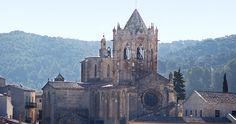 El Monasterio de Santa Maria de Vallbona de les Monges. Desde el s.XII en el que fue fundado es habitado por las monjas del Cister. Es de obligada visita la iglesia con la tumba de la Reina Violant de Hungria, el coro de la iglesia lugar donde las monjas hacen la pregaria, su espectacular y refinado cimborio, el claustro, mezcla de románico y gótico, la sala capitular con la figura de la Virgen de la Misericordia y la capilla con la Virgen del claustro.
