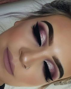 Im Trend Smokey Eye Makeup Ideas 2018 2019 01 # Ideas . - Bookshelf Decor - Smokey Eye Make Up - Golden Necklake - DIY Hairstyles Long - DIY Interior Design Pink Makeup, Glam Makeup, Beauty Makeup, Hair Makeup, Beauty Tips, Teen Makeup, Purple Makeup Looks, Shimmer Eye Makeup, Beauty Hacks