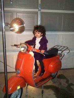Apesar de crer que essa fantasia já está quase sem referencia, fica legal  deixar seu filho fora de moda vestindo ele de Prince.
