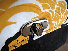 How to Install Twist-Lock Purse Clasps - 3 Free Tutorials Sewing Hacks, Sewing Tutorials, Sewing Crafts, Sewing Projects, Free Tutorials, Sewing Tips, Purse Patterns, Sewing Patterns, Quilting Patterns