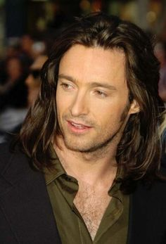 Hugh Jackman again with long hair. Holy shit. Dat hurr.