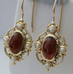 What earrings to wear? Tips for making the right choice - Fine Jewelry Ideas Garnet Jewelry, Garnet Earrings, Gold Jewelry, Jewelry Accessories, Fine Jewelry, Jewelry Design, Pearl Earrings, Tiffany Jewelry, Filigree Earrings