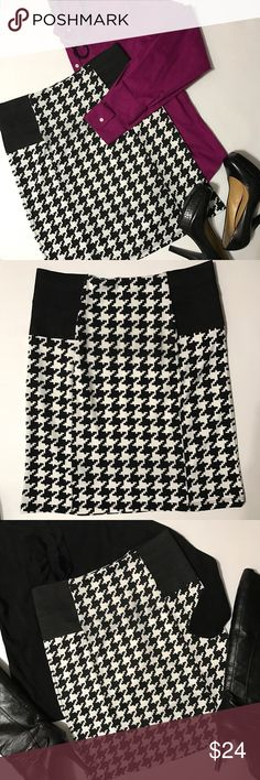 """Ultra Teeze Houndstooth Stretchy Pencil Skirt This skirt is SO comfy and stylish!!! Goes with any color blouse top or sweater so you can't go wrong 💕 It's a size XL but with its two stretchy elastic bands on each side of waist it fits any size S-XL. I bought it for my daughter who was a S/M at the time she wore it twice and I've worn it once and I'm a M/L. It measures 16-20"""" whether laying flat or stretched and is 20"""" long...bundle to save more plus ⚡️📦📫😁💕 Ultra Teeze Skirts Pencil"""